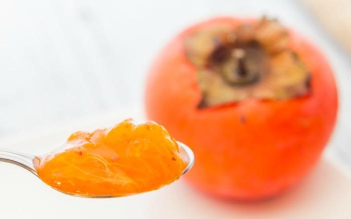 kaki gesund, kaki früchte mit löffel essen, persemone, sharonfrucht