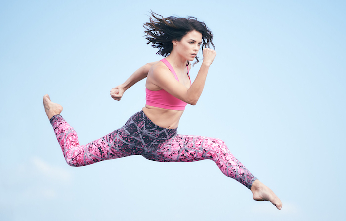 jenna dewan tatum model von sportlicher kleidung sportlich leggings top rosa
