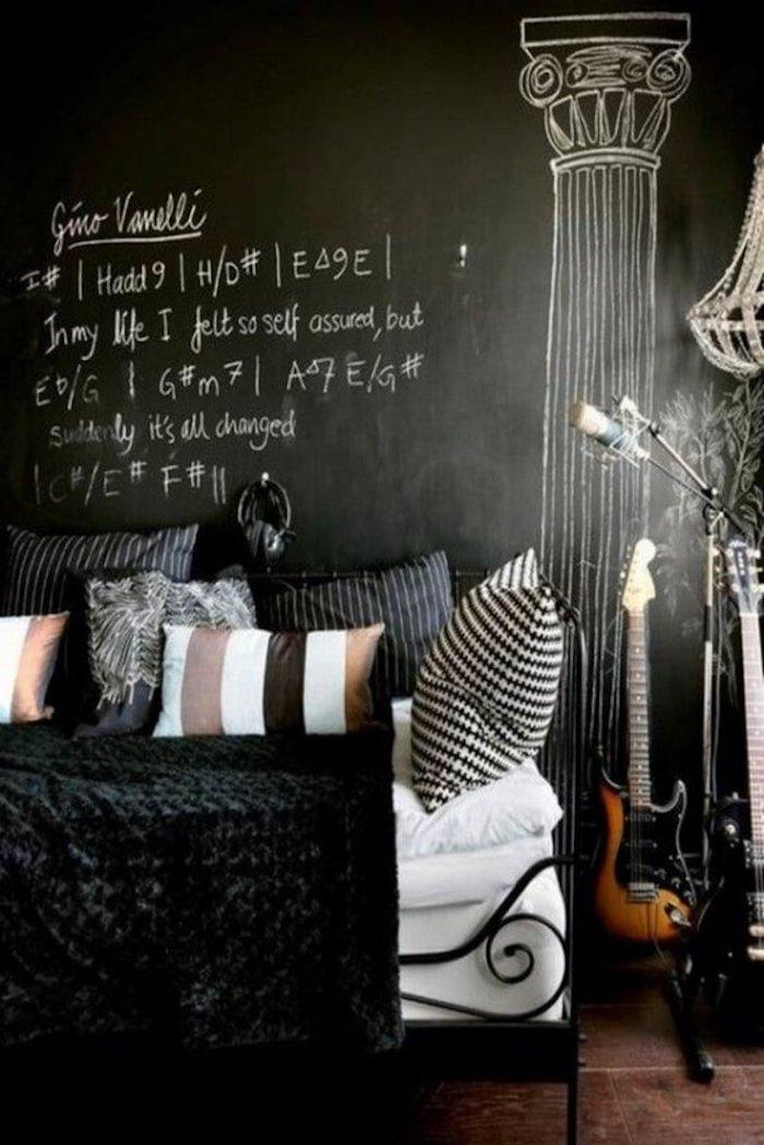 Wandfarben Ideen - Schlafzimmer in schwarzer Farbe von einem Musiker