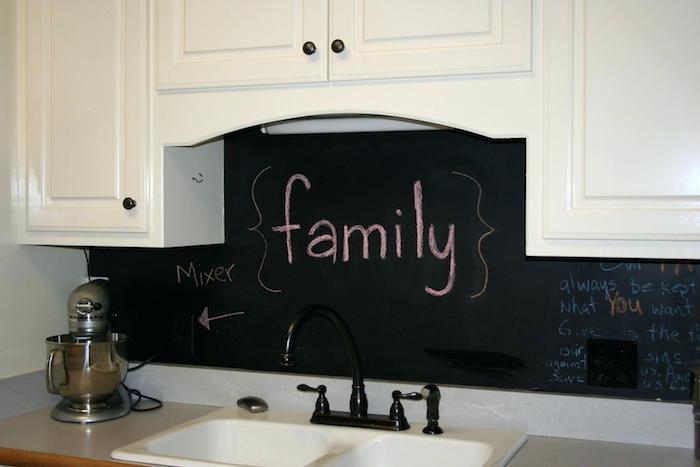 Wandfarben Ideen für die Küche - Schwarz und Weiß kombinieren und einen Kontrast erzeugen