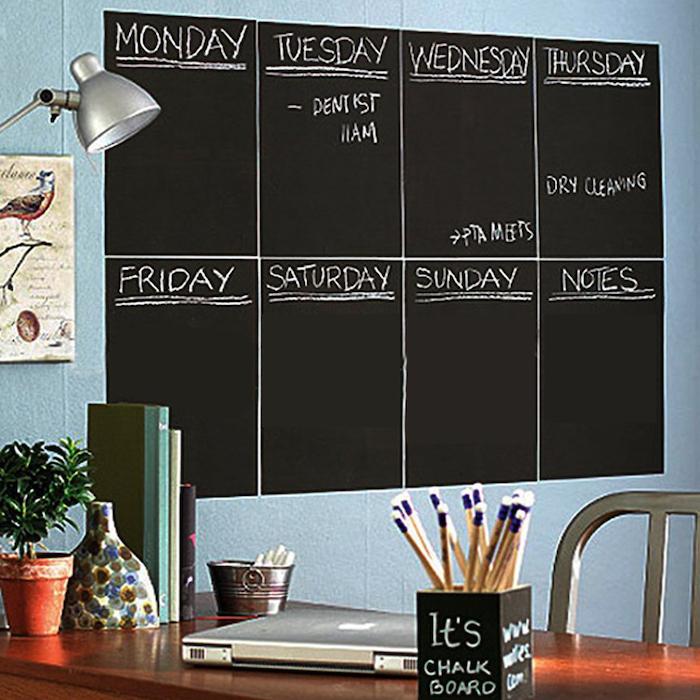 selber die Woche zu organisieren an einer Wand mit Tafelfarbe