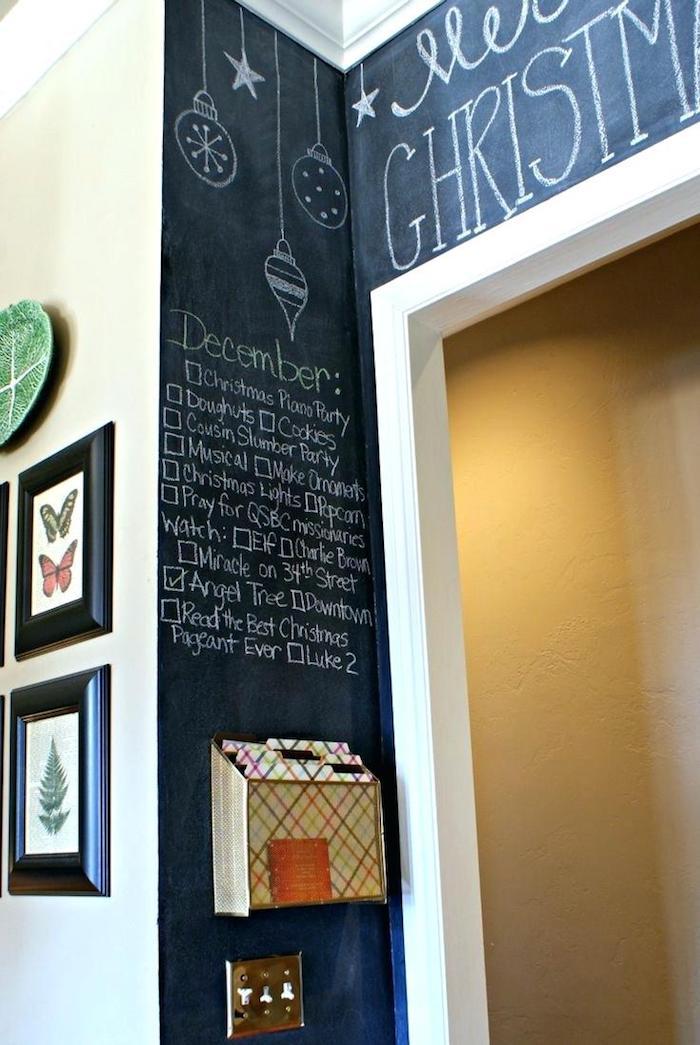 Tafelfolie an der Wand bedeutet, dass Sie zu jedem Fest Verzierungen zeichnen können