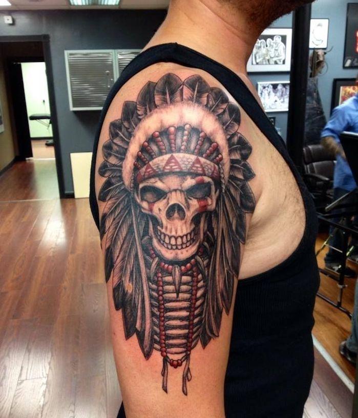 tattoo motive männer, schäsel mit indianer kopfschmuck arm oberarm