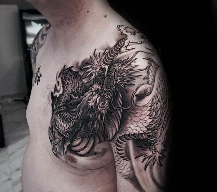 tattoo oberarm, tätowierung in schwaru und grau mit drache-motiv