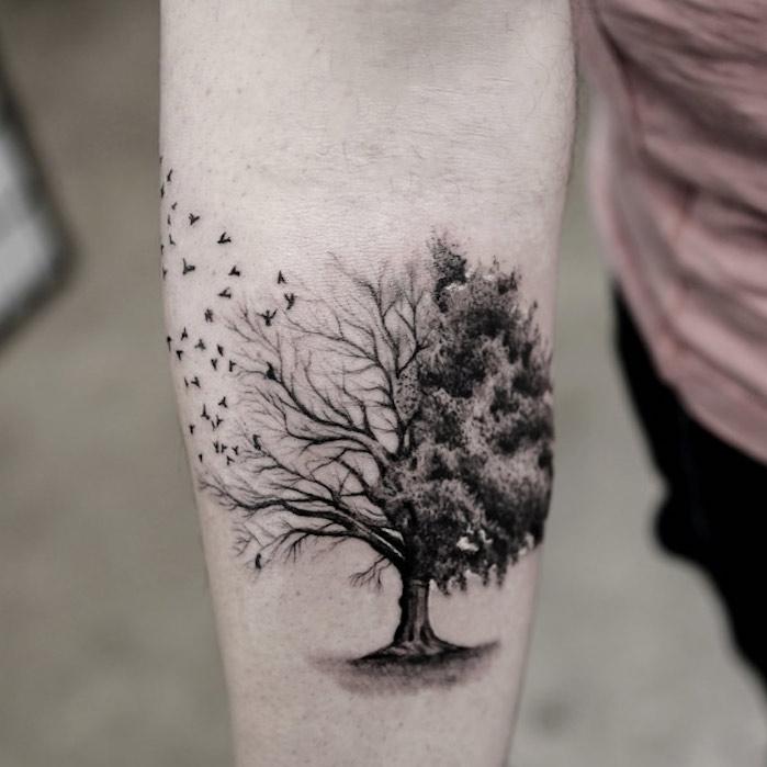 Gute Zeiten, schlechte Zeiten in einem Lebensbaum Tattoo dargestellt