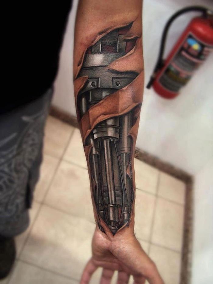 arm tattoo mann, biomechanische tätowierung am unterarm, biomechanik tattoo unterarm