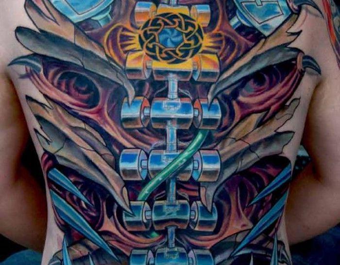 tattoo motive männer, tätowierung mit maschinenteilen am rücken