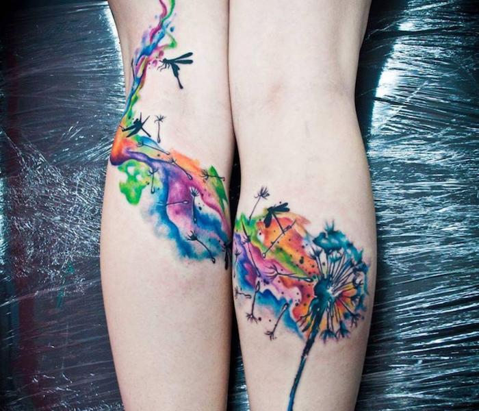 großes farbiges pusteblume tattoo an den beinen, wasserfarben tattoo