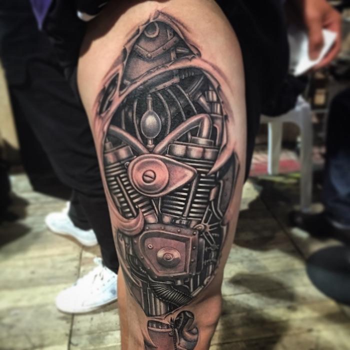 männer tattoos, 3d tätowierung mit maschinenteilen am oberschenkel, biomechanik tattoo 3d