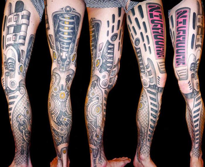 tattoo bein, große realistische tätowierung an dem ganzen bein
