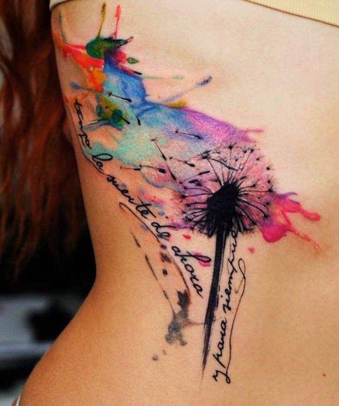 tattoo symbole, frau mit farbiger tätowierung an der körperseite