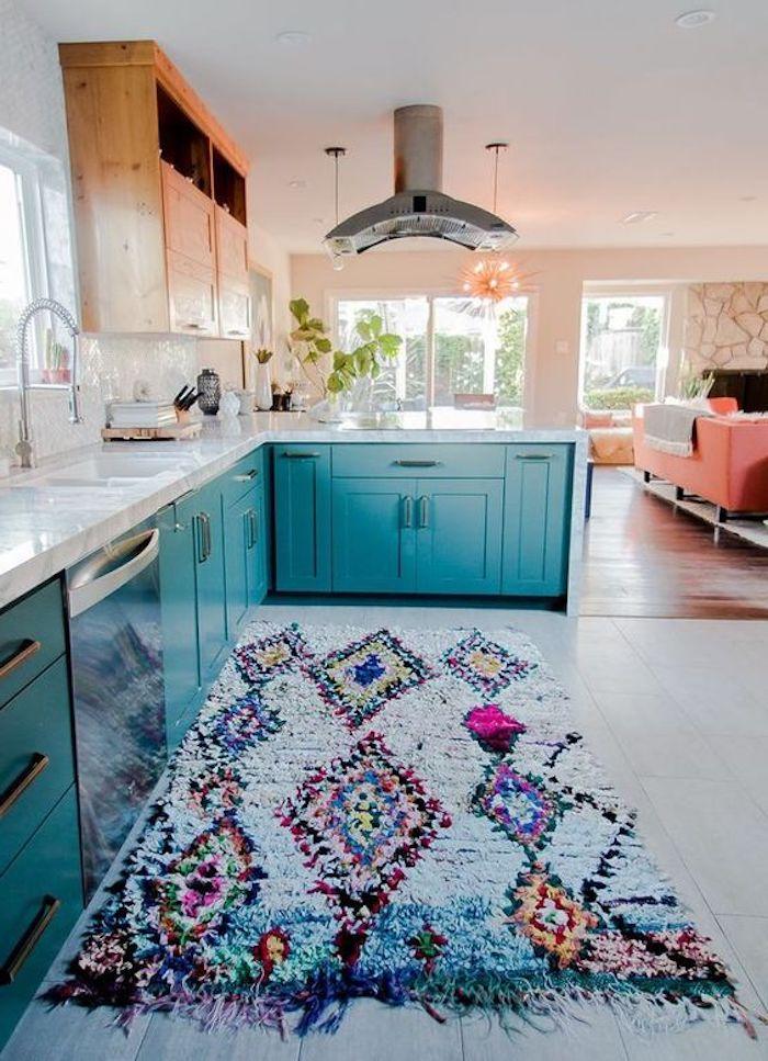 teppich türkis idee buntes design idee blaue möbel küchengestaltung wohnküche