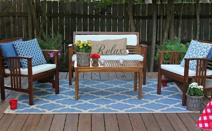 teppich tükis farben gelb blau weiße dekokissen relax chillen veranda idee blumen