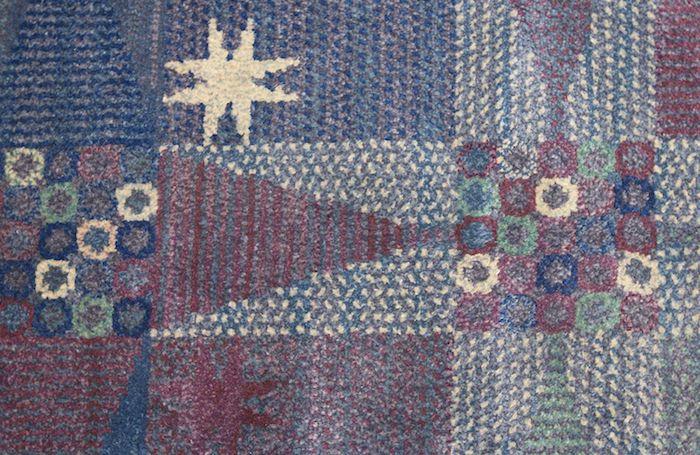 traumteppich dessin mit dem nordstern blau und rot pastellfarben ideen teppich