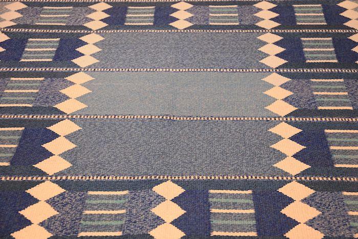 teppich kurzflor beige dekorationen auf blauem teppich raute dekorationen gepunktet