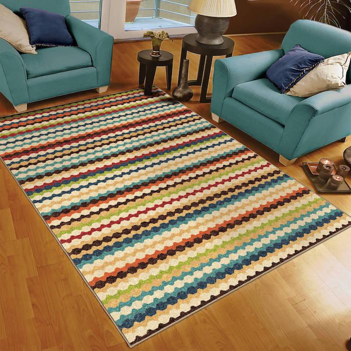 teppich traum schöne farben auf dem boden sessel in blau kisse deko ideen