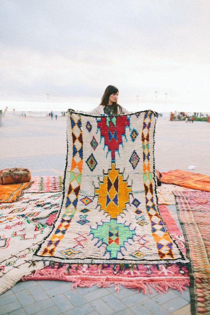 trend teppich teppich kaufen ideen schöner bunter teppich frau design gestaltung
