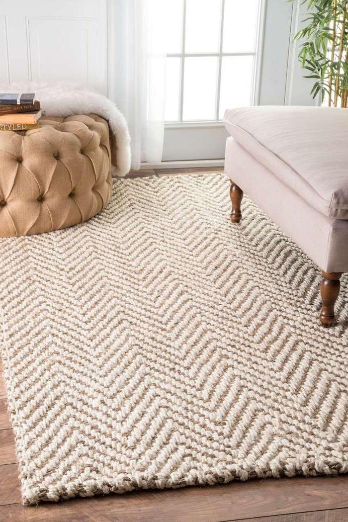 goldener teppich barberteppich mit dezentem dessin beige golden sitzkissen hocker