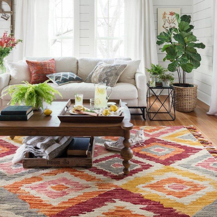 trend teppich ausgeblichenes modell idee trendy ausgetragener effekt pflanzen sofa
