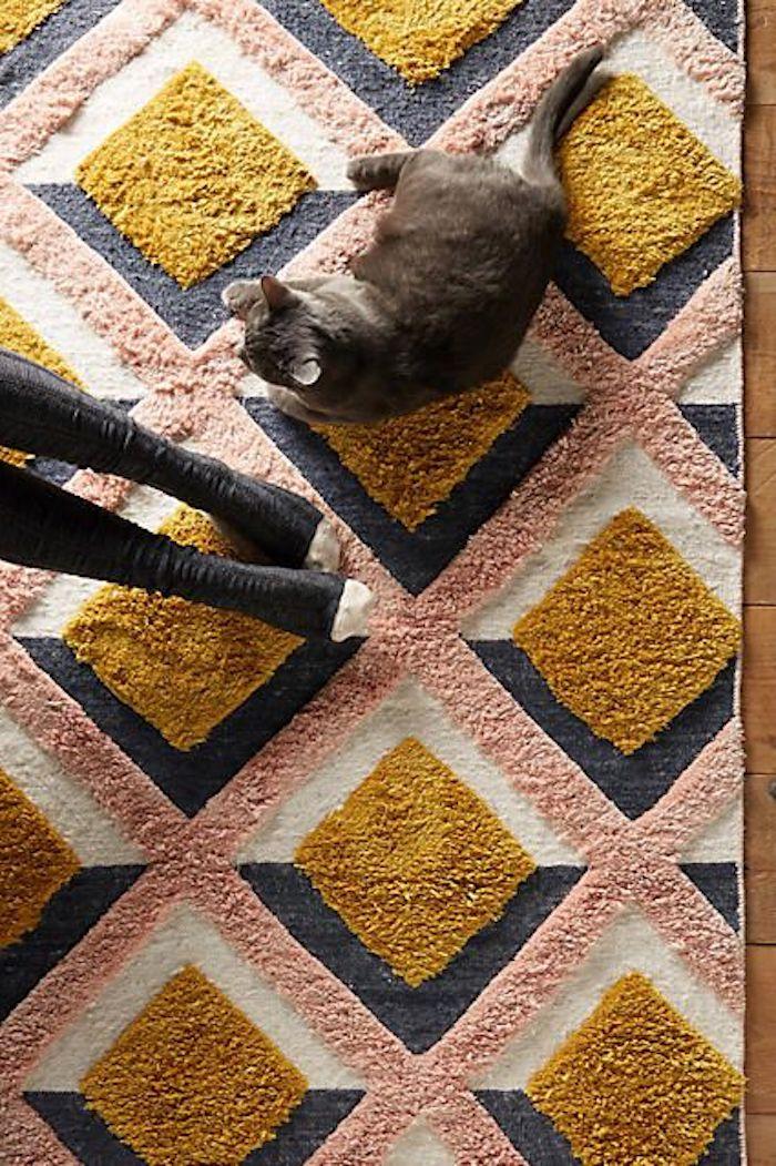 goldener teppich schönes modell mit rosa grau weiß und goldener farbe karze füße