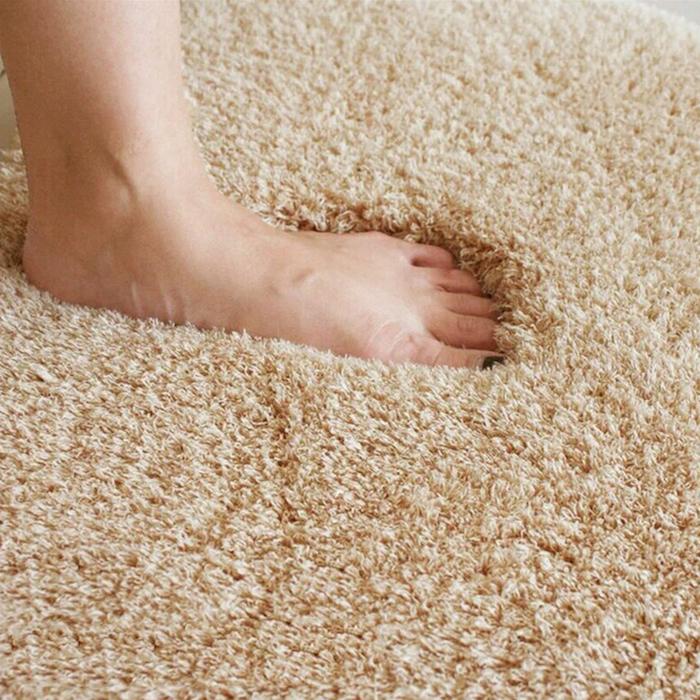 teppich gelb grau idee fuß auf dem teppich weiche oberfläche flauschige bodendecke