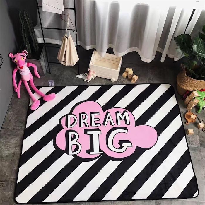 traumteppich träumen schwarz weißes design mit rosa dekorationen wolke pinko