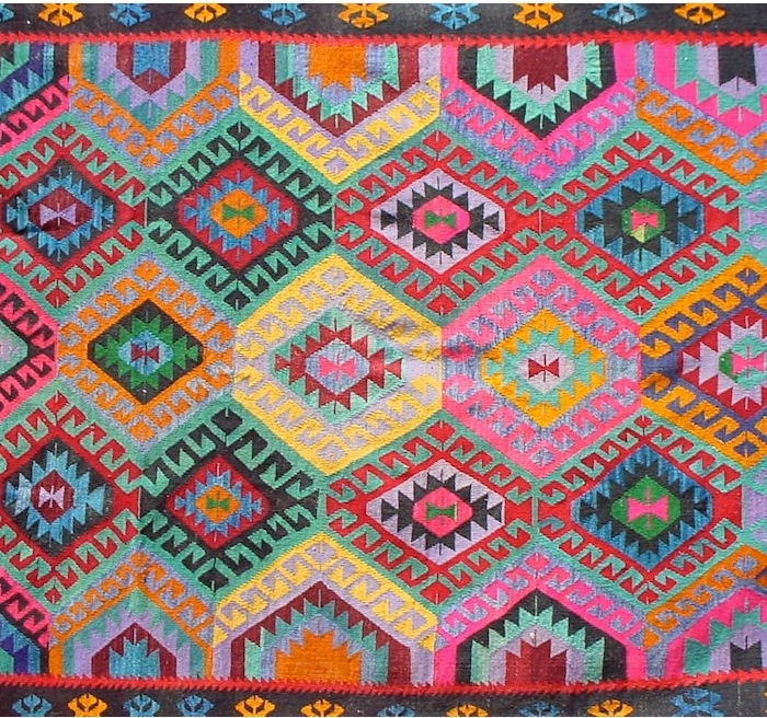 traumteppiche aus bulgarien bunte muster farbenfrohe teppiche läufer idee rosa gelb