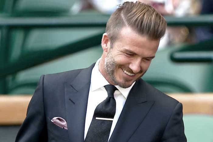 sidecut david beckham sieht wie ein model aus anzug krawatte lächeln hemd blazer