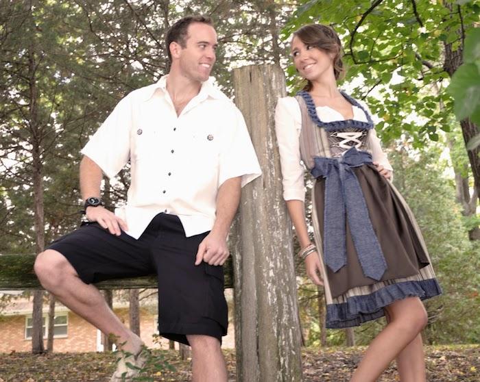 zwei verliebte junge Leute am Oktoberfest, das Mädchen mit Dirndl und Wiesn Frisur
