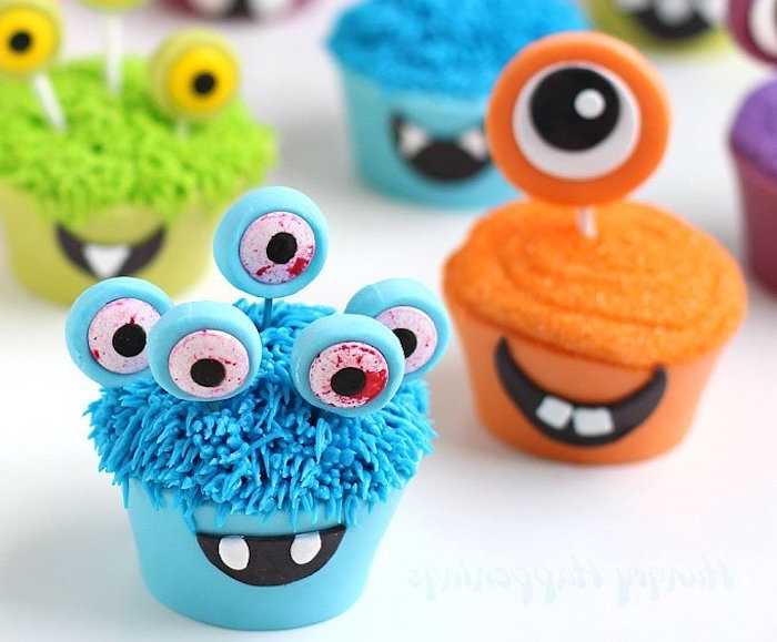 muffins dekorieren, ungeheuer mit großen augen aus fondant
