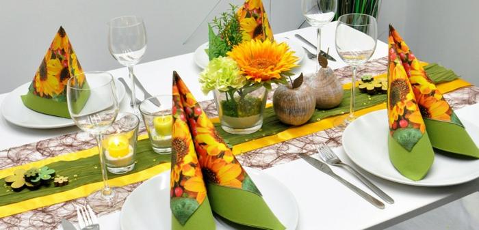 """Herbstliche Tischdekoration """"Sonnenblumen"""", natürliche Deko-Elemente, Obst und Blühten aus Holz"""