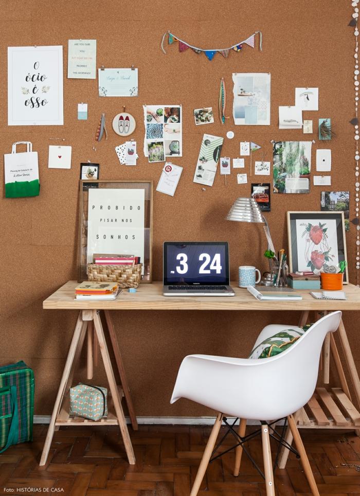 Einrichtungsideen für Arbeitszimmer, Pinnwand für Notizen und Fotos, praktische Holzmöbel
