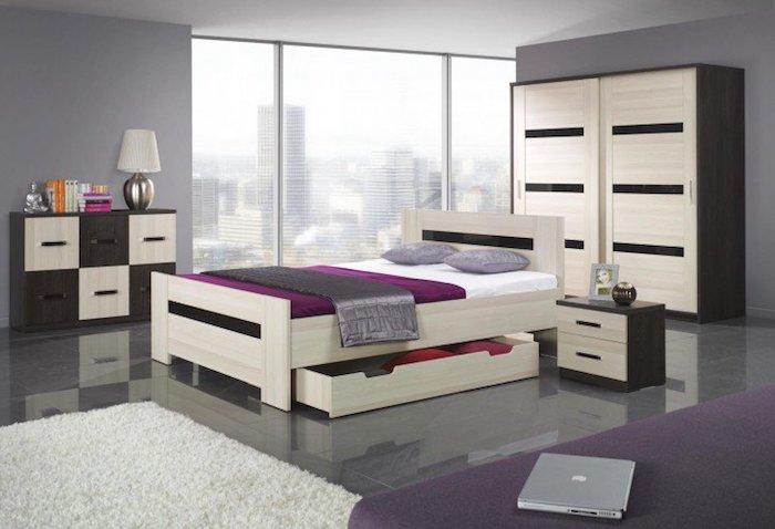modern eingerichtetes Schlafzimmer in lila Farben, massive Holzmöbel mit elegantem Design