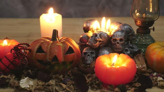 Halloween lustige Bilder von einer gruseligen Halloween Deko mit Kerzen