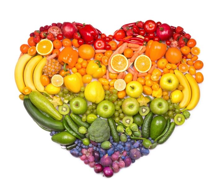 Herz aus Obst und Gemüse, gesundes Essen, BMI-Rechner: Start in ein gesundes Leben