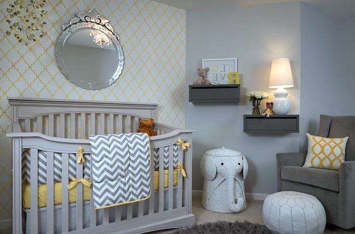 stuhlkissen vintage idee weiße kissen auf dem boden unterlage für die füße babyzimmer bequem für mama