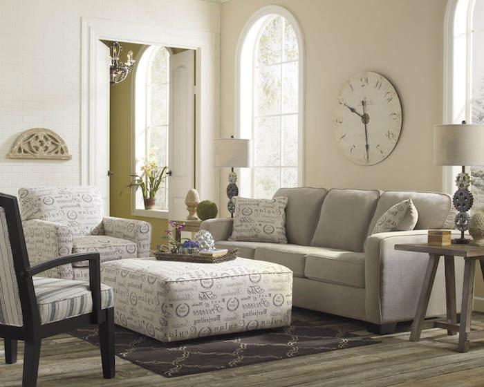 sitzkissenbezüge sofa bodenkissen als tisch verwenden wanduhr deko idee fenster