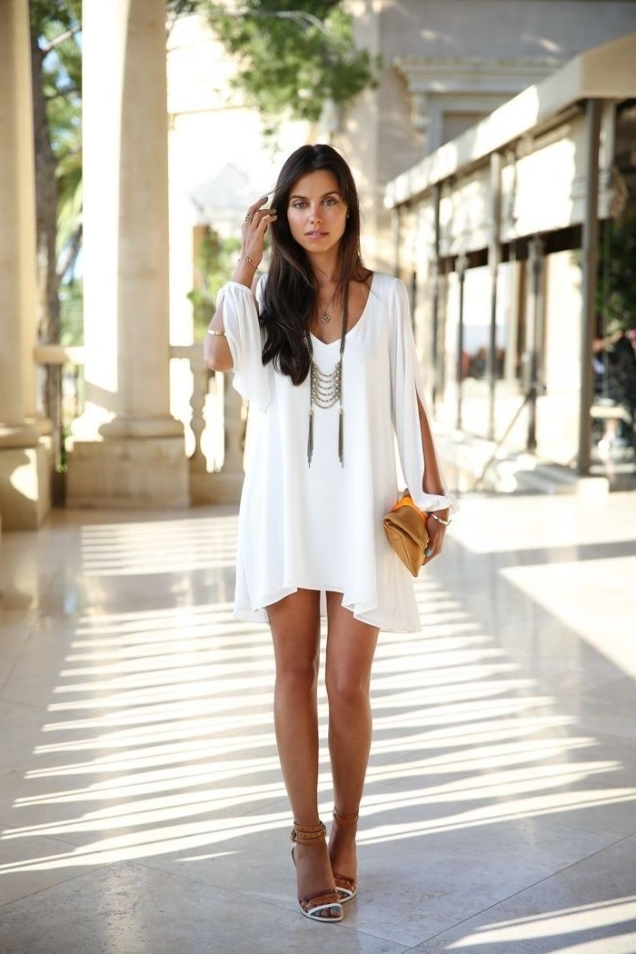 weißes kleid mit ärmeln in boho style, sommer outfit
