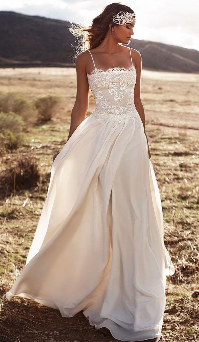 eine Braut mit Boho Chic Kleid - Brautmode