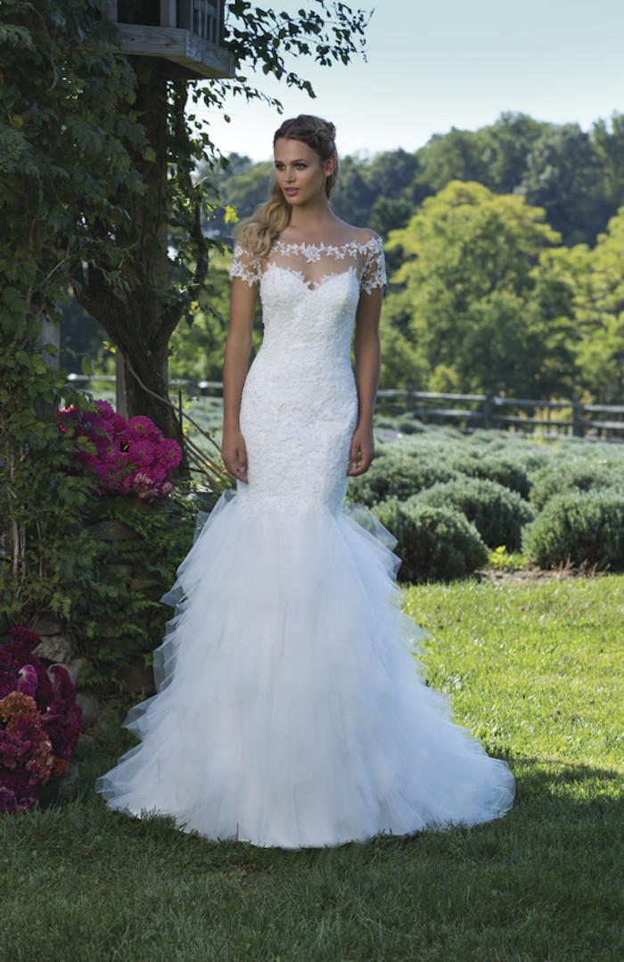 ein Kleid mit einer Meerjungfrau-Linie - Brautmode