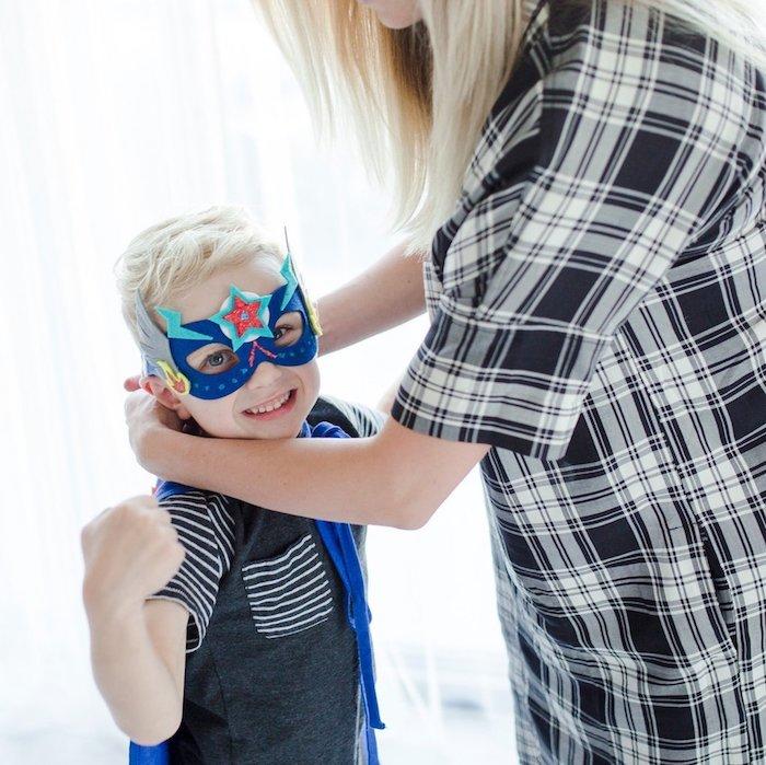Superhelden Halloween Masken - eine blaue Maske von Kapitän Amerika für kleine Jungen