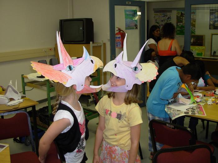 ein Workshop für Halloween Masken, wo die Kleinen selber die Masken kreieren