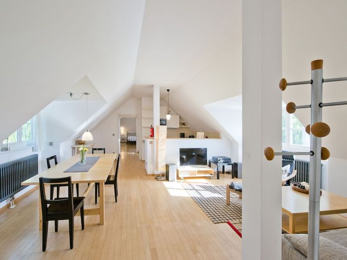 Dachgeschoss Einrichten Ideen Zum Einrichten Dekorieren Kleiderhacken Kamin  Tisch