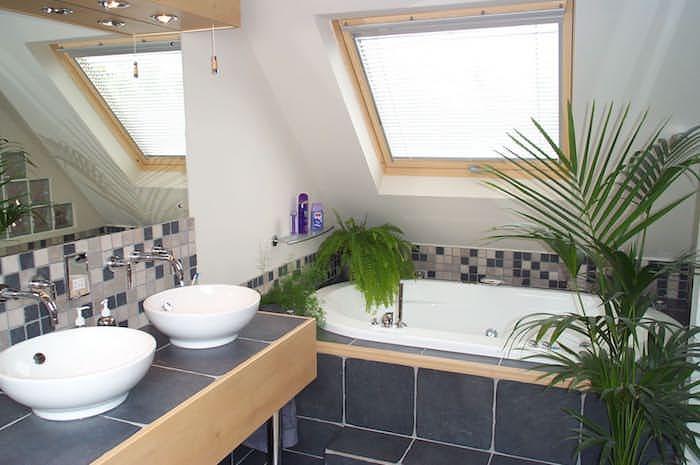 dachschräge gestalten ideen zum modernen badezimmer badewanne 2 waschbecken