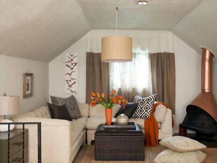 kleine wohnung einrichten ideen in beige braun und orange warme farben frische blumen tulpen
