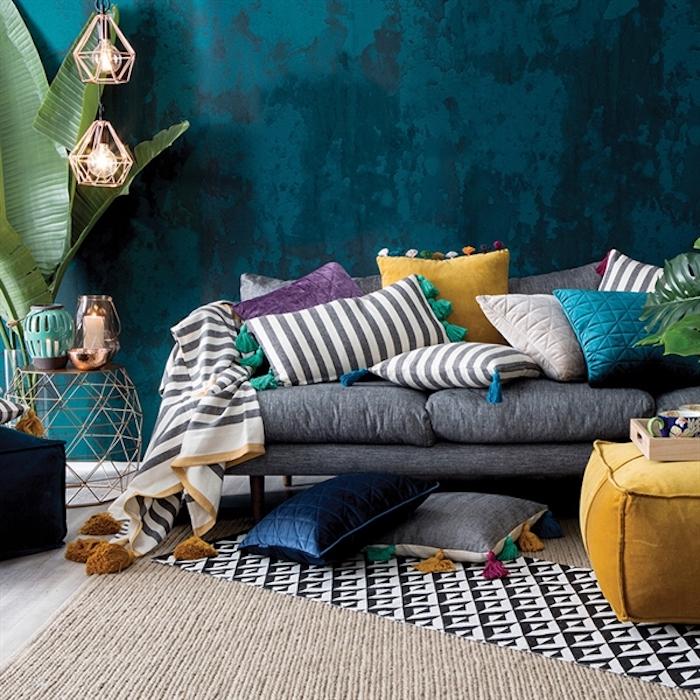 große sitzkissen auf dem boden oder auf dem sofa bodenkissen idee lampe pflanze