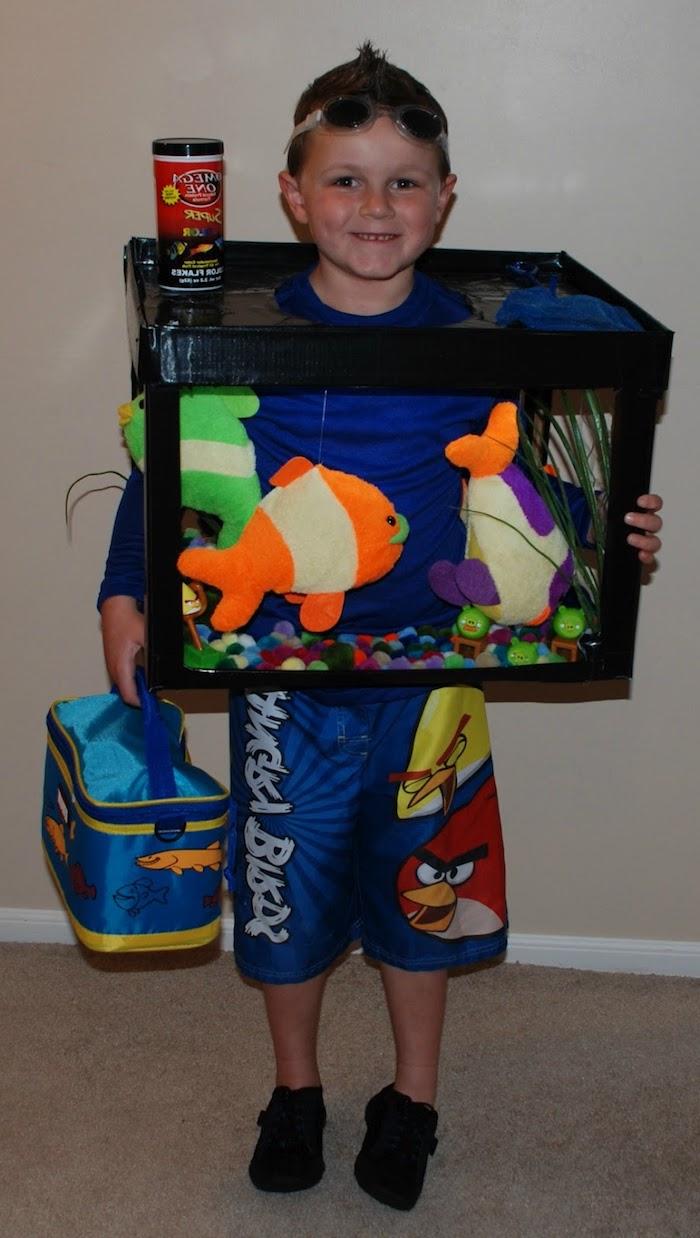 ein ausgefallenes Halloween Kostüm - ein Aquarium mit Plüsch Fischen - Halloween Kostüme für Kinder