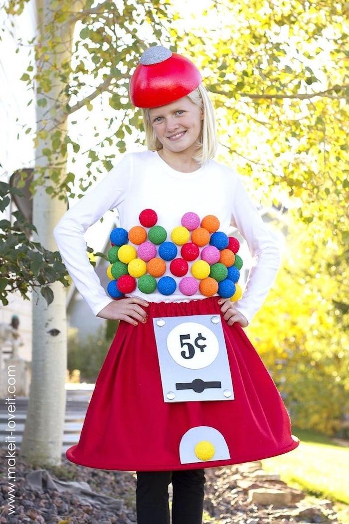 Halloween Kostüm Ideen - eine Maschine für Süßigkeiten weiße Bluse und roter Rock