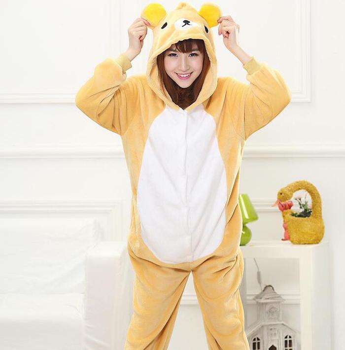 ein gelbes Kostüm von Bären mit weißem Bauch für Mädchen - coole Halloween Kostüme