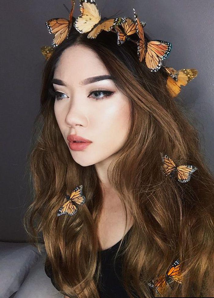 schnelle Halloween Kostüme selber machen - ein Schmetterling Kostüm von einem jungen Mädchen